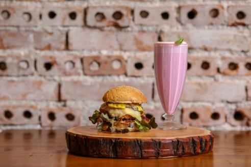 chick_burger_shake_morango2
