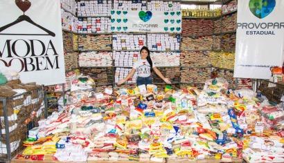 Alimentos arrecadados no Bazar Moda do Bem