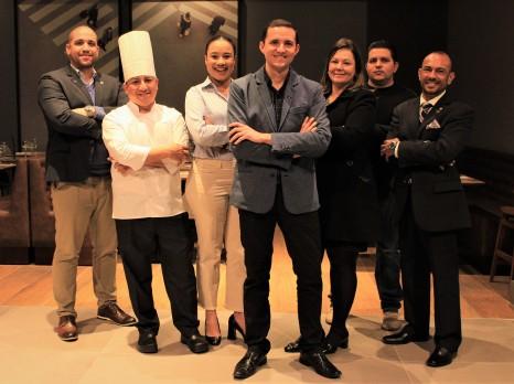 Equipe de gerentes do Novotel Curitiba Batel, comandada pelo gerente geral Miler Bairros