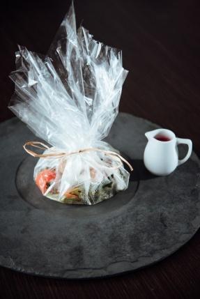 Papillote de peixe com verduras salteadas e molho champagne com beterraba_GastroNight +55_chef Celso Freire