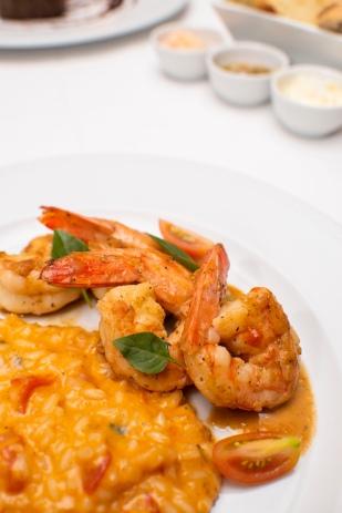 Camarões grelhados com risoto de camarão ao pomodoro basilico_La Varenne