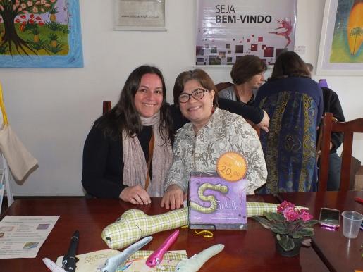 FOTO 1 - Ingrid ilustradora - e Mariza autora