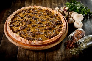 pizza mignon com molho funghi