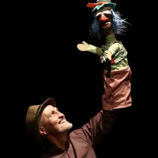 Renato Perré e o boneco palhaço Taquara_ web