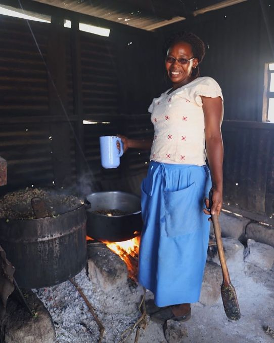 Joselyn, cozinheira da escola