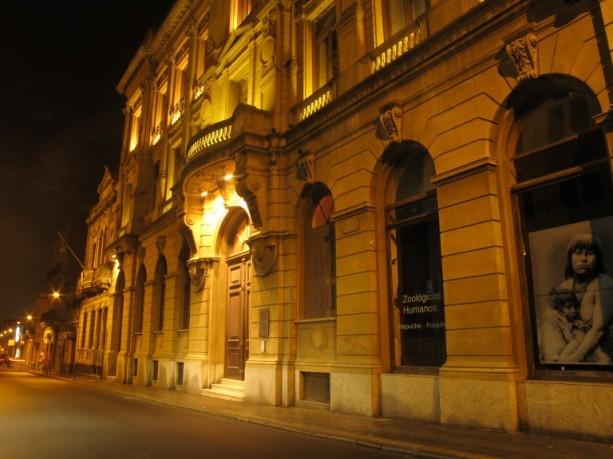 1-mapi-fachada-nocturna_33c3a427ff972ccd8fb8986ee06f0b3b